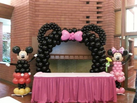 minnie mouse balloon arch | Minnie & Mickey Mouse Ears Arch! www.partyfiestadecor.com