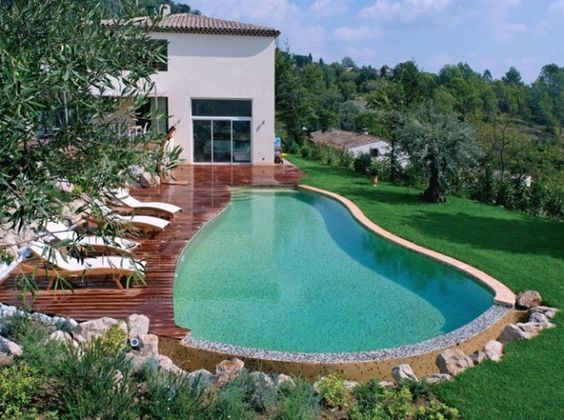 Piscine a debordement maison style pinterest style for Prix piscine coque a debordement