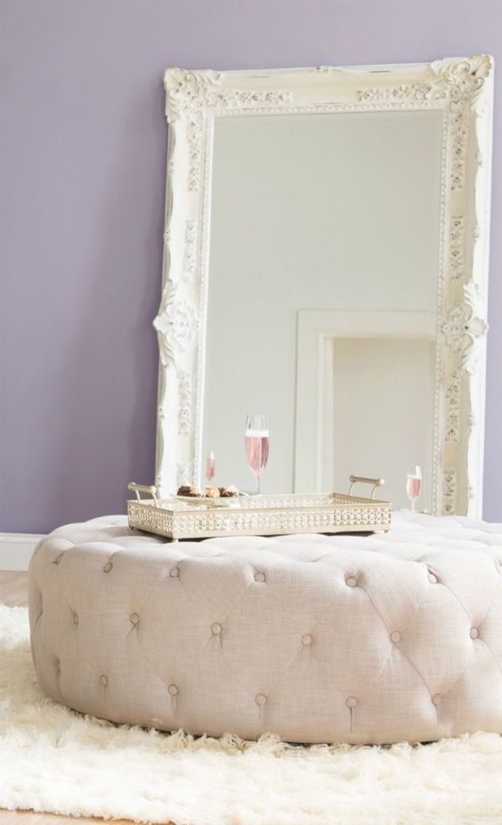 Repose pieds murs lavande and cadres on pinterest - Grand miroir a poser au sol ...