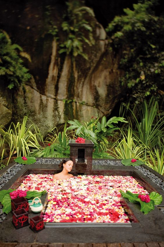 Perfect gift to be pampered with a spa break! ;) http://www.spabreak.co.uk/ ❤ ❤ ❤