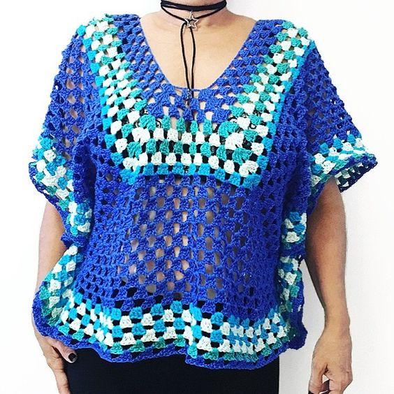 Blusa Rio, feita a partir da receita da Marie Castro, nas cores turquesa, azul escuro e verde água. Também feita nas cores de sua preferência. Disponível para encomenda PP, P, M, G e GG. - BACD14