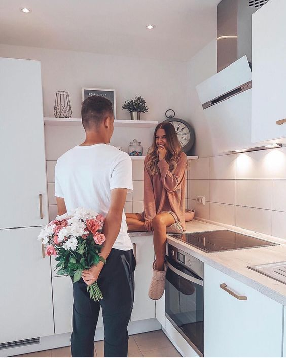 Happy Friday 💐 Fun at-Home Activities to do with Your Boyfriend 💕 #friday #couplegoals #couple #love