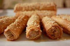 Très facile à préparer, croustillants et sucrés, avec des feuilles de brick et des amandes, les Cigares aux Amandes vous ouvrent les portes de la pâtisserie orientale.Bonne dégustation!