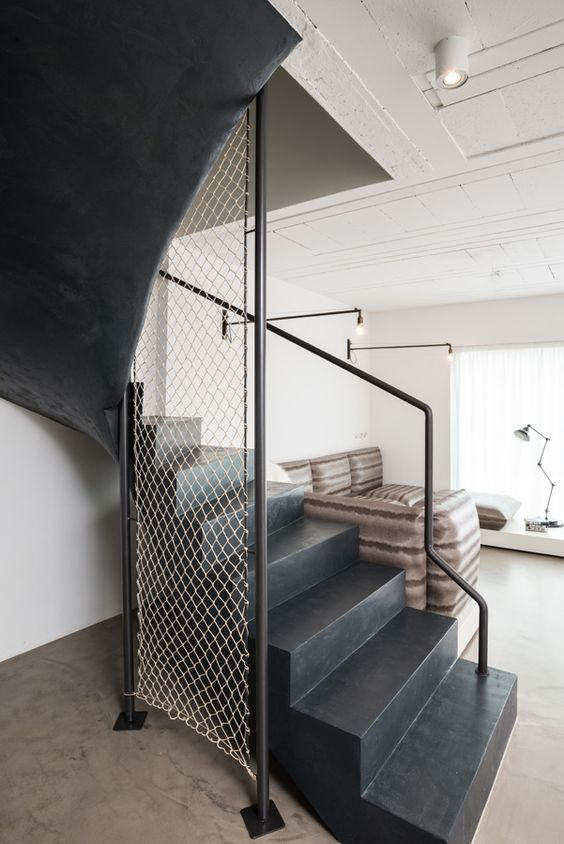 angles escaliers and noir on pinterest. Black Bedroom Furniture Sets. Home Design Ideas