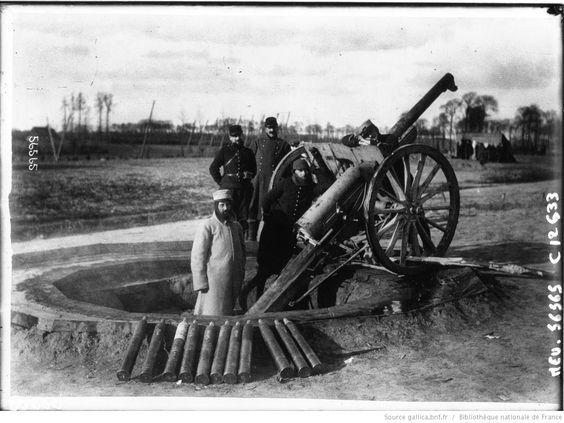 Canon de 75 monté sur un pivot, pour tirer sur les aéroplanes : [photographie de presse] / Agence Meurisse | Gallica