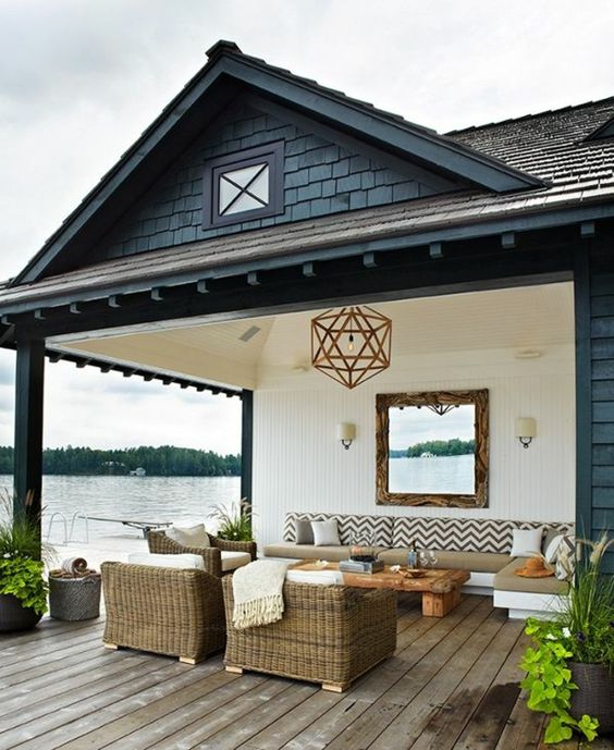 idee deco petit jardin et une jolie terrasse devant la maison