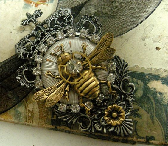 Queen bees steampunk necklace and bees on pinterest