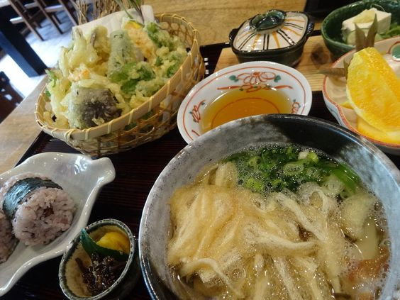 地場産にこだわった天ぷらが自慢