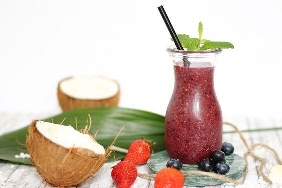 Iced Coco-Berry Smoothie - http://maryloves.de/iced-coco-berry-smoothie/ - smoothie - sommergetränk - rezept -kokosnuss - coconut - kokos