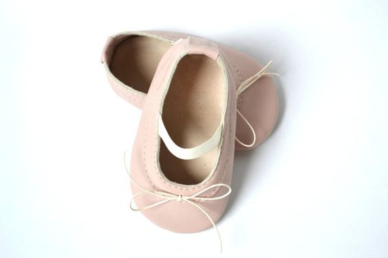 Handmade soft sole leather baby shoes / Baby girl ballet shoes / Baby girl ballet flats / Baby girl mary janes / Powder pink baby shoes