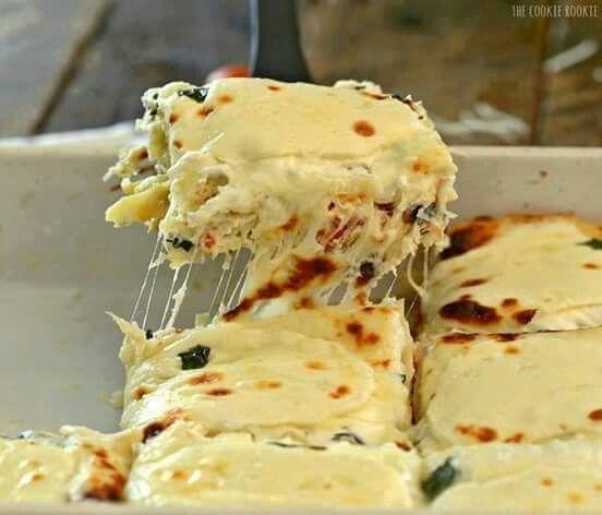 Creamy white chicken lasagna. Yum! http://www.thecookierookie.com/creamy-white-chicken-caprese-lasagna/