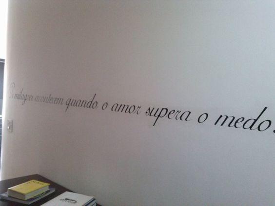 """Os milagres acontecem quando o amor supera o medo. """"Roberto Tranjan"""""""