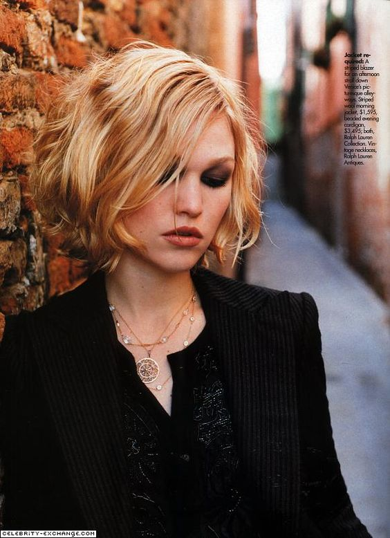 Julia Stiles short bobbed haircut- wish I could put on that dark eye make-up and not feel self-conscious!