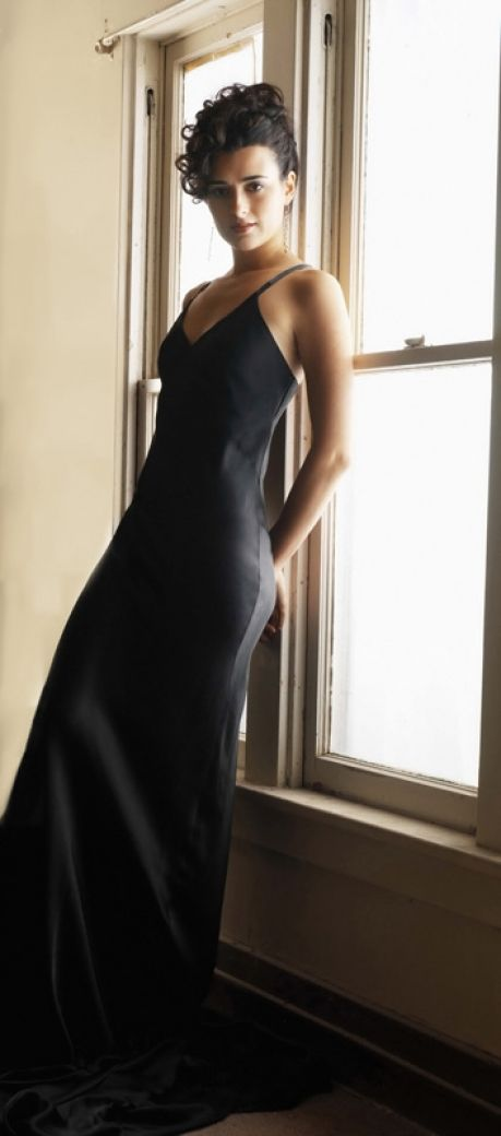 Probationary Special Agent Ziva David (Cote De Pablo) So stunning in this gown, always a fan Cote.