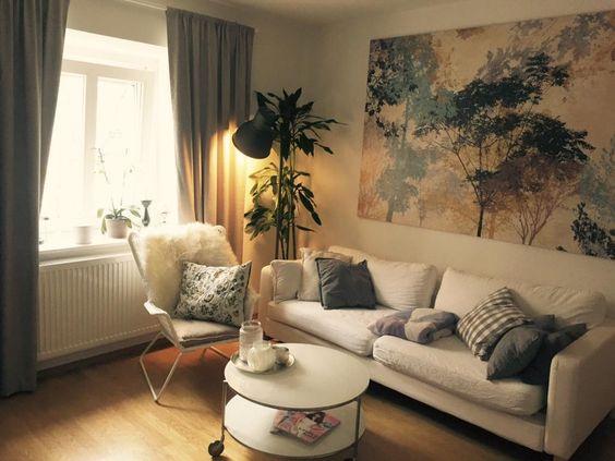 Gemütliches Wohnzimmer mit Schlafcouch in München Obergiesing.  2-Zimmer-Wohnung in München. #Munich #livingroom #interior #Wohnzimmer