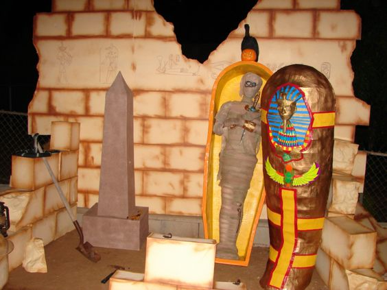 Mummy tomb decorations halloween yard haunt 2010 mummy for Ancient egyptian tomb decoration