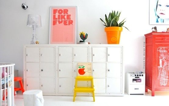 pops of red and yellow: Interior Design, Kids Children, Girls Room, Room Kids, Pastel Color, Kids Rooms, White Room