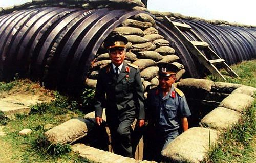 GENERAL GIAP INSPECTS WAR MEUSEUM