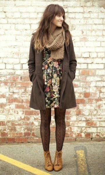Look de Inverno: Vestido com Estampa Floral + meia calça: