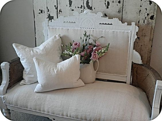 Beautiful settee omg I need to get hubby to build this for me!!!!!!!!!!!!!!!