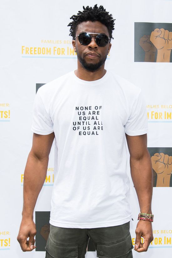 Chadwick Boseman Fills Out His T Shirt At The Families Belong Together La March Tom Lorenzo Chadwick Boseman Black Black Celebrities
