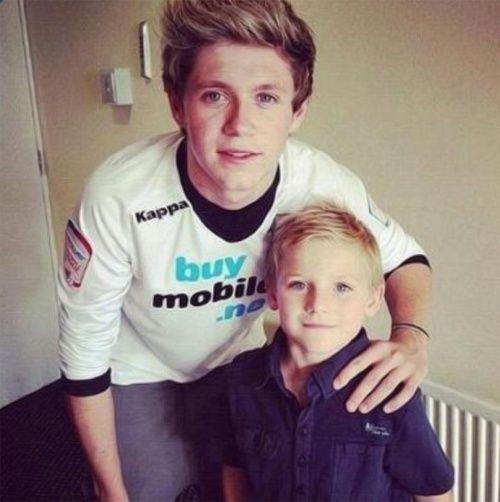 He looks like Niall's son...DEAD XD