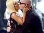 Ops! Christina Aguilera e Pitbull quase se beijam em apresentação