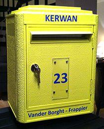 """Boîtes à lettres jaune personnalisée (nom - prenom - """"pas de publicité"""") et sur pied (Boudier SAS 7 rue des Frères Mongolfier 21300 Chenove)"""