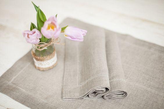 Leinen Tishsets - Leinen Tischets mit hohlsaum.  Diese Leinen Tischsets ideal für Hochzeit oder Familie Abendessen.  Material: 100% Leinen Farbe: Natur Leinen / grau  Leinen-Tischsets Größe:...