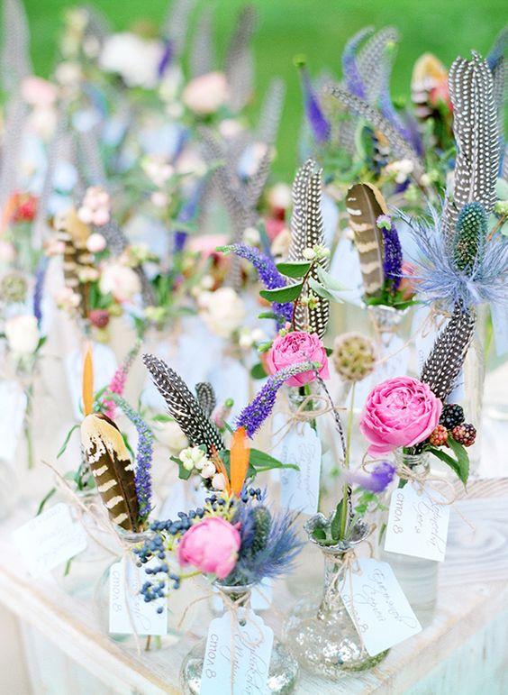 Kombination Federn mit weißen Blumen