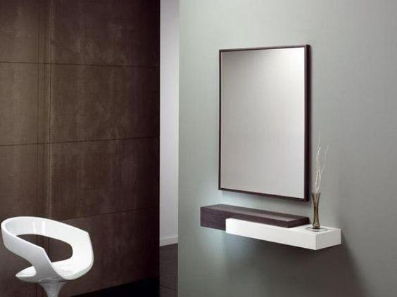 moderno recibidor en blanco y beige con espejo