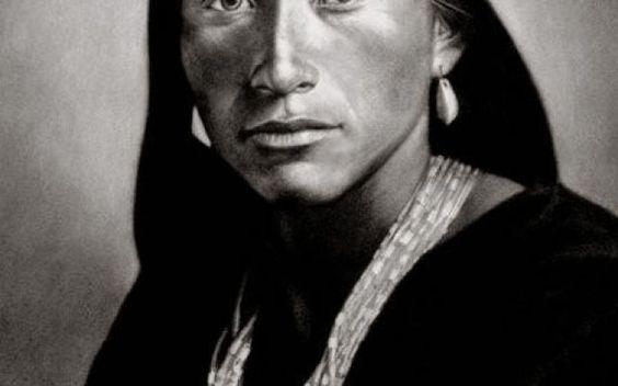 Il mistero degli Indiani Mandan, i Nativi Americani biondi Fino a pochi decenni fa vivevano in America degli Indiani dalla pelle chiara e i capelli biondi, che la leggenda vuole fossero di origine Gallese. Era davvero così? Quali sono le teorie che supportan #indianimandan #magicoldamerica