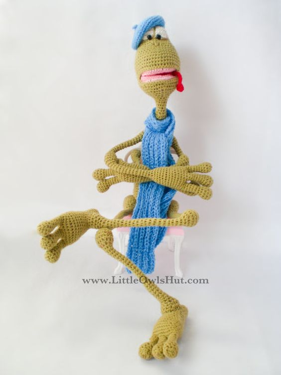 002 Frog Kvak toy with wire frame. With 3 hats and scarf ...