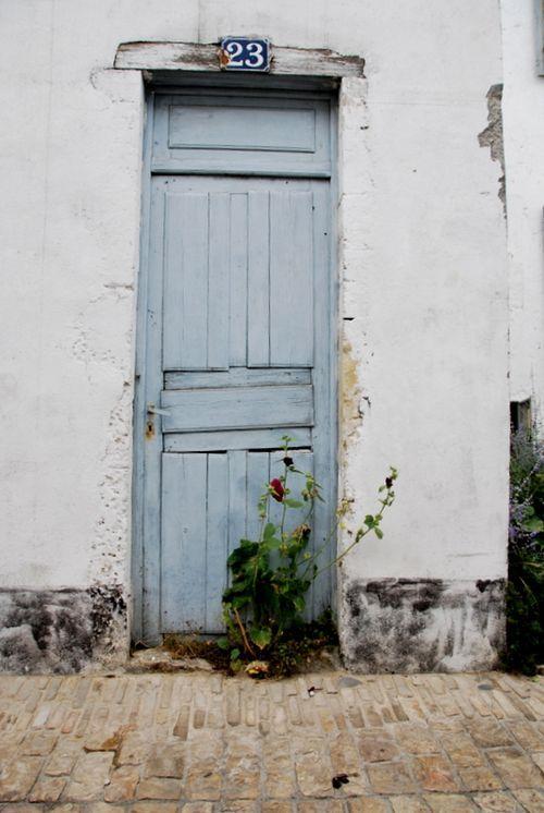Blue Door, Ile de Re (c) Kristin Espinasse