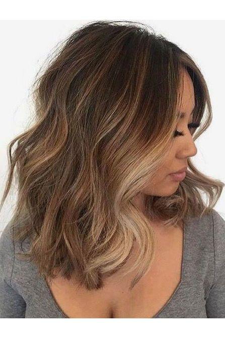 Chestnut Brown Hair With Face Framing Blonde Highlights Brown Hair With Blonde Highlights Wavy Haircuts Short Brunette Hair