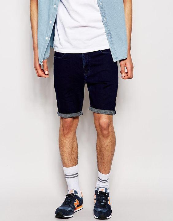 €35, Pantalones Cortos Vaqueros Azul Marino de Asos. De Asos. Detalles: https://lookastic.com/men/shop_items/211210/redirect