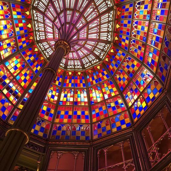 Inside the Old Capitol, love the colors! #artinspiration #lovelouisiana #batonrouge #leanneblackwell #art