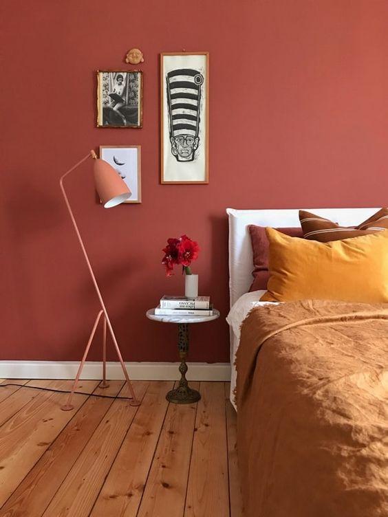 Ideas para dormitorios en color terracota. #paredesoscuras #paredesterracota #colorterracota #estiloydeco