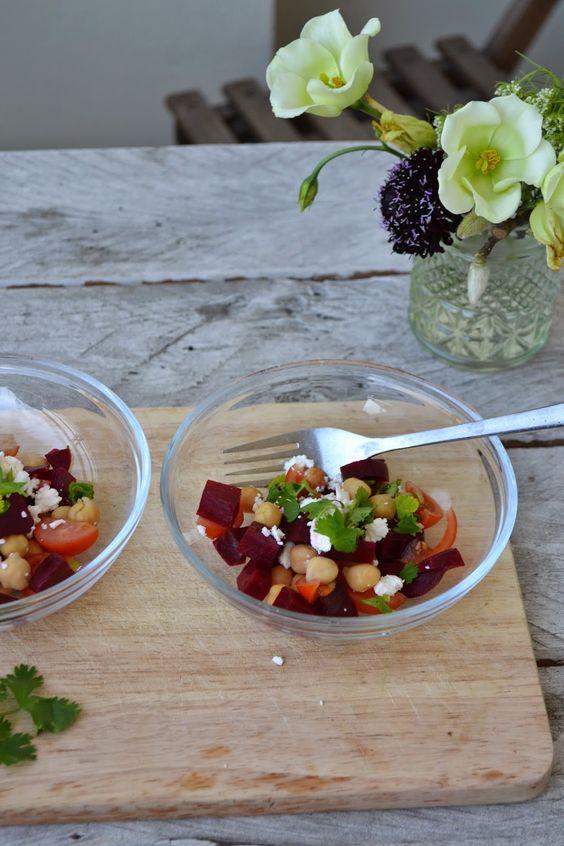 The Recipe Suitcase: Savoury Wednesday: Rote Bete Salat mit Kichererbsen, Schafskäse und Koriander