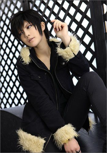 This is the best cosplay I have ever seen. He looks like the real Izaya from Durarara! <<<nice (my only complaint is that the hood needs to be fluffier lol)