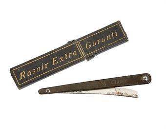razor used by Louis XVI in the Temple Prison