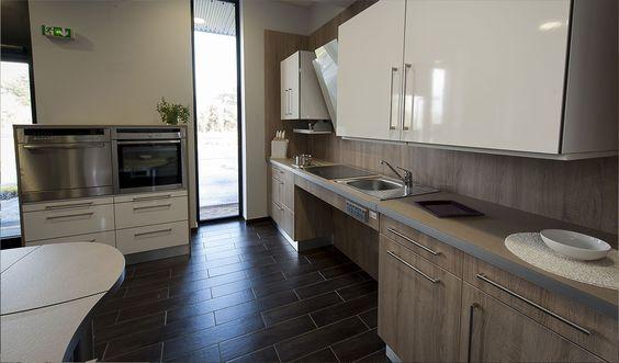Une cuisine adaptée aux personnes à mobilité réduite et aux seniors a découvrir dans une présentation interactive sur le site http:// cuisine-handicap.fr