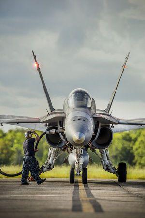 f/A 18 refueling