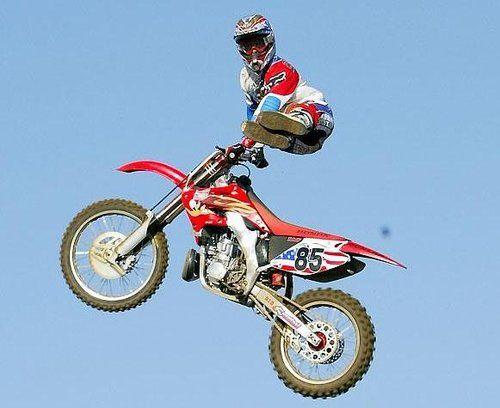 Free Style Motocross Conhecido também com FMX, é um torneio de saltos ornamentais no qual os motoqueiros fazem manobras para um júri. As motos podem chegar a 10 metros de altura nesses saltos!