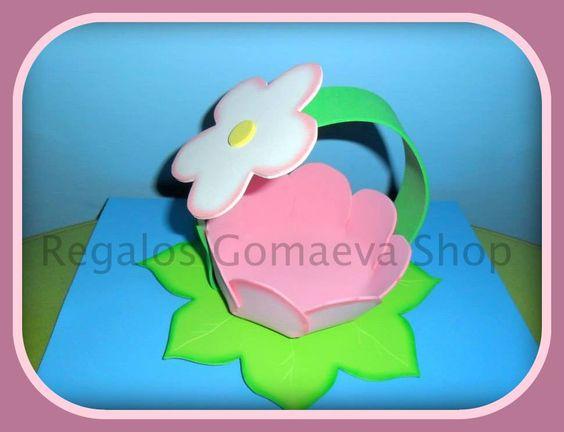 Cesta con forma de flor ideal para regalar con unas chuches o chocolates dentro. Personalizable en colores. Precio: 3,5 Euros