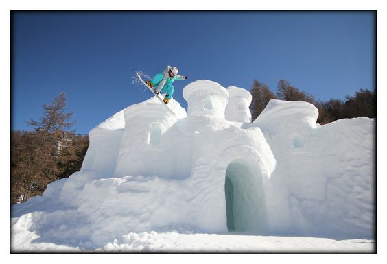 La forteresse des neiges - sculpture sur #neige #lesorres - by Philippe Minier - crédit Alice Simonard