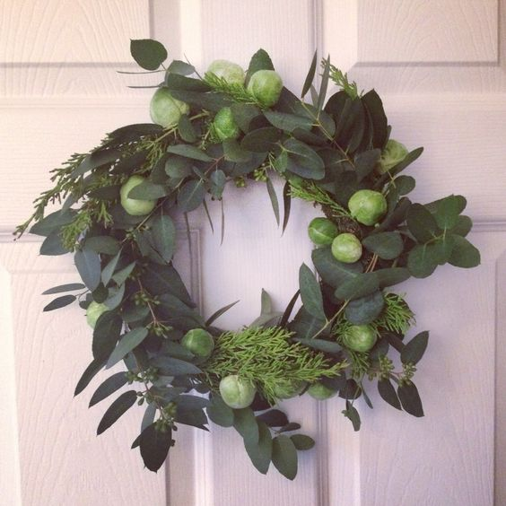 Simple wreath made using foliage and brussel sprouts.