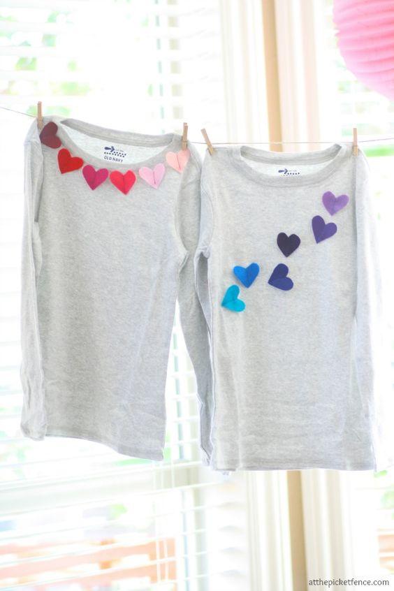 paso a paso para hacer una camiseta con corazones de fieltro