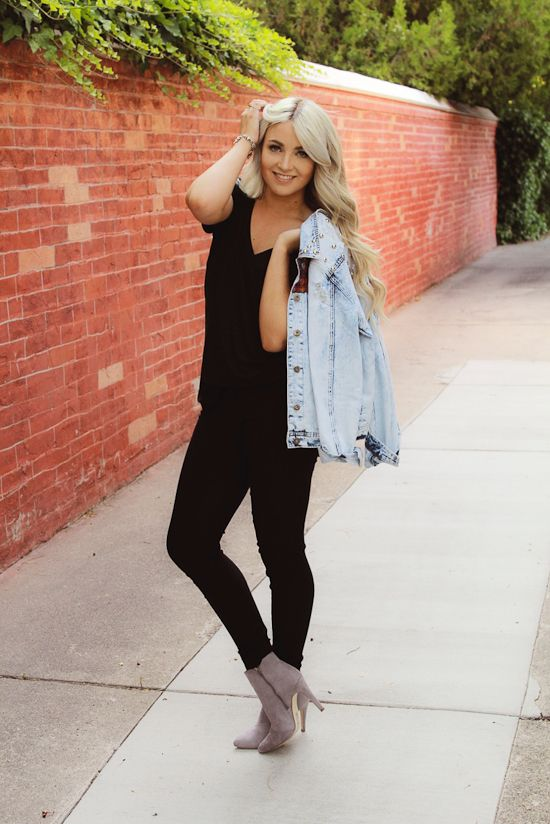 Light Wash Jean Jacket Black Tee Black Skinnies And Grey Booties. | Fall/Winter Rockin ...