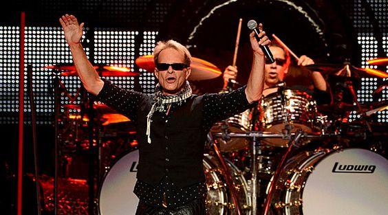 Van Halen's David Lee Roth would love to perform at Super Bowl XLVII